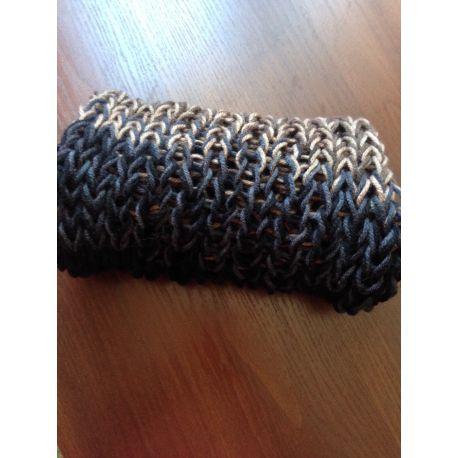 Ručně pletený nákrčník