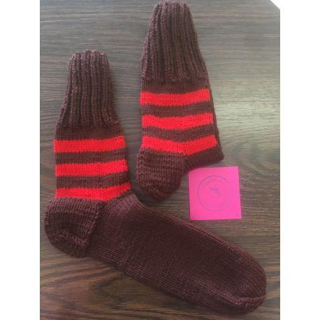 Ponožky hnědá, červený pruh