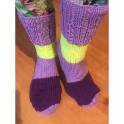 Ponožky fialová, žlutý a fialový pruh