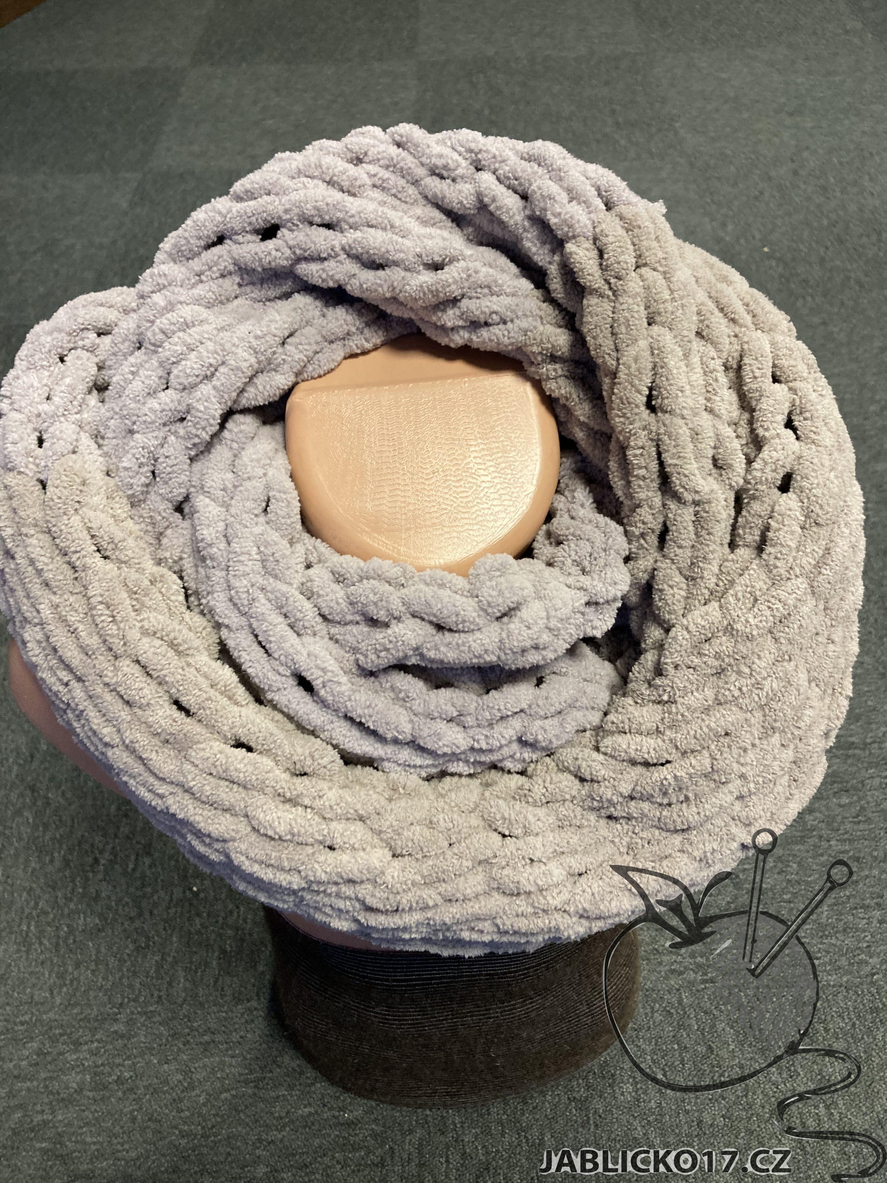 Ručně pletený nákrčník hnědošedý